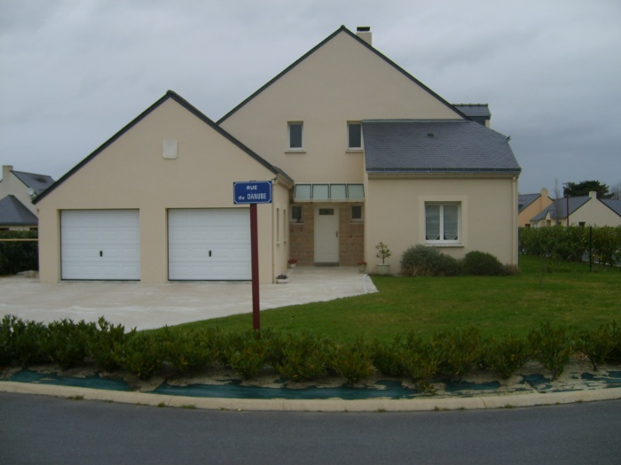 Construction d'une maison en lotissement : Façade sur rue