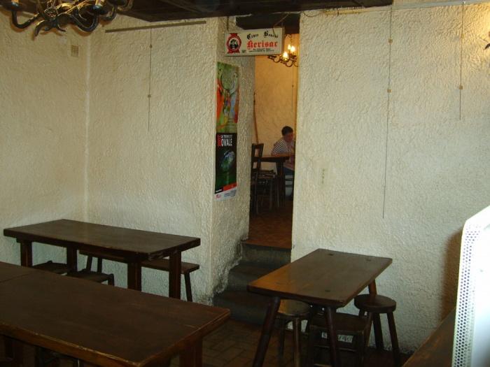 Traitement devanture et décoration intérieure : Avant : intérieur salle 1