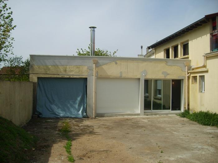 Rénovation d'une maison et aménagement de son extension ( projet en cours ) : Façade sur cour : après